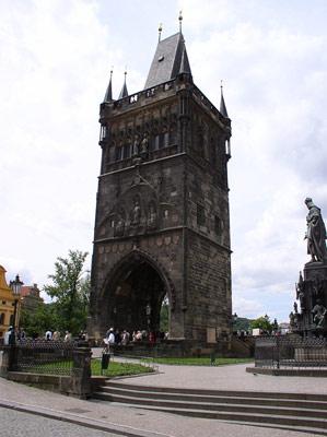 Старомнестская мостовая башня