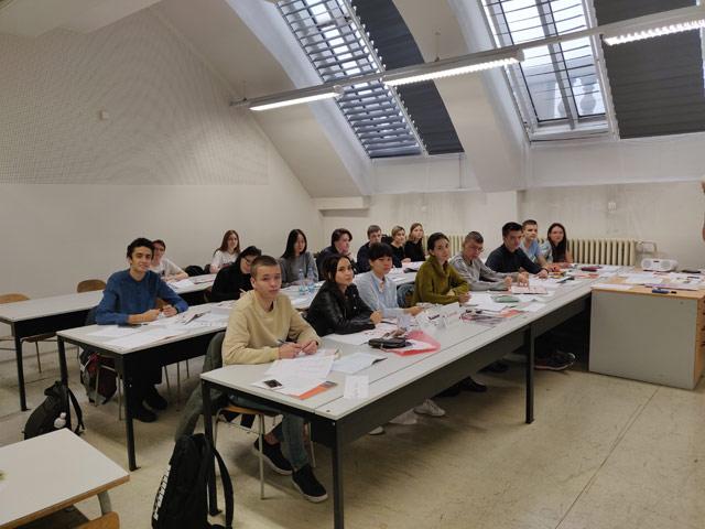 Вот уже вторую неделю наша октябрьская группа осваивает чешский язык